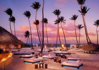 bungalows-sunbeds-palm-trees-lantern-resort-sunset (2)